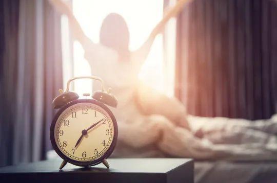 84万人研究发现,早起1小时还有这好处!