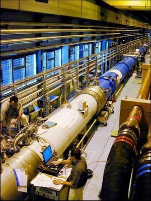 造价不菲的欧洲大型强子对撞机(图片来自于网络)
