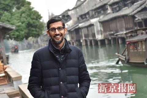 谷歌CEO皮猜漫步在乌镇西栅景区。新京报记者 陶冉 摄