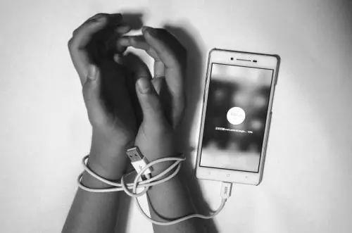 床+手机+WiFi……谁来填补农村青年的文化空白?