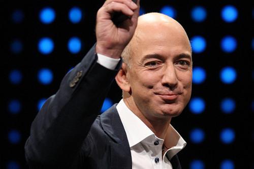 福布斯实时富豪榜显示贝索斯身家已超过1300亿美元