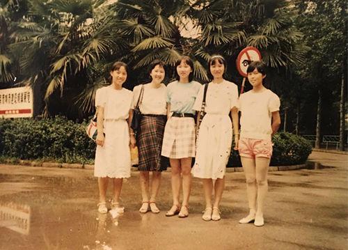 鲍哲南高中时期照片(居中者为鲍哲南)