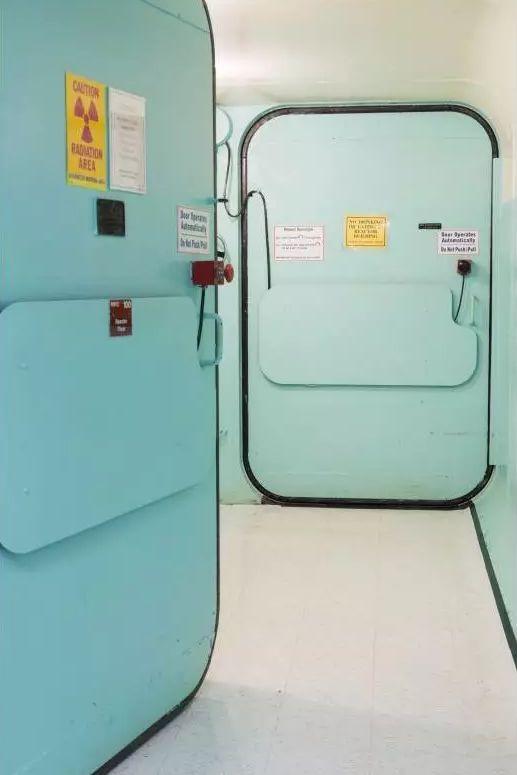 图丨麻省理工学院核反应堆实验室的大门