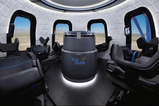 超大的观景舷窗无疑是蓝色起源太空游的卖点之一