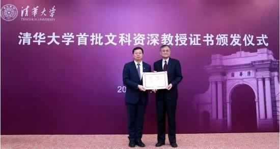 清华经管学院院长钱颖一教授获得清华大学文科资深教授荣誉称号