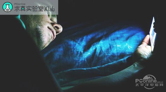 手机屏幕蓝光猛如虎?防蓝光贴膜到底能不能治郭丰周