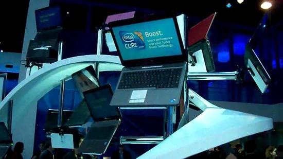 2010年CES上英特尔的展台展示Core系列处理器