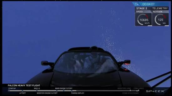 图丨特斯拉跑车镜头