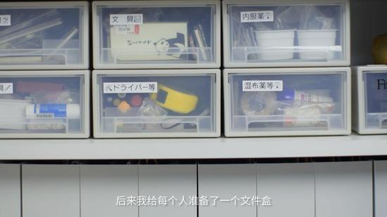 用收纳盒整理小物件并做好标注