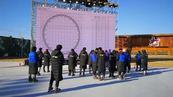 """""""北京8分钟""""的演员运用训练彩排与数字验证系统"""