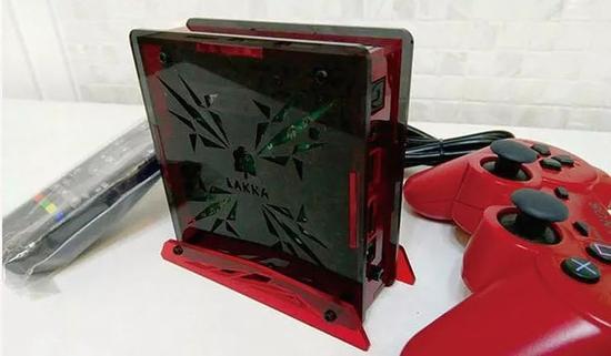 玩家为S905盒子自制的外壳和支架