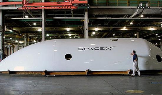 巨大却轻巧、极为昂贵的猎鹰九号火箭整流罩 来自:SpaceX
