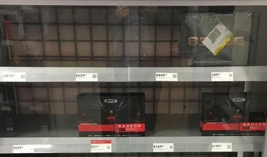 百思买货架上本来应该摆着各种各样的GPU。但是更昂贵的那些,比如AMD Radeon RX 580和Nvidia GeForce GTX 1080,它们是最适合加密货币挖掘的卡</div>             <div id=