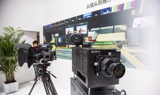 数字放映机优点:无抖动,不易出现放映事故。