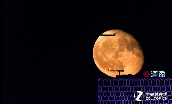 拍摄月食的特写焦段同样至少300mm