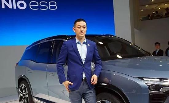 图:李斌与蔚来汽车ES8