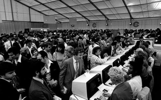1984年的CES人声鼎沸,首次突破十万人