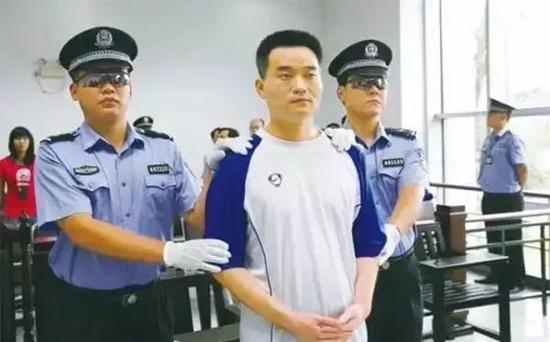 2005年,原健力宝董事长张海因职务侵占与挪用资金获刑