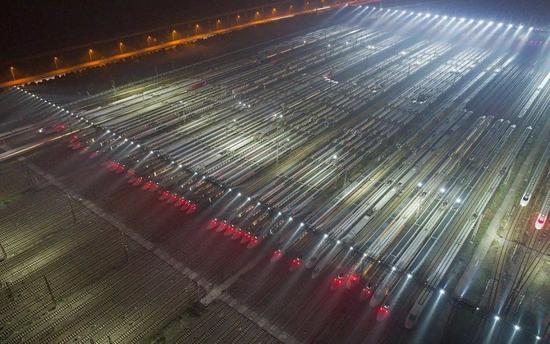待发的高铁列车,武广线,2017年