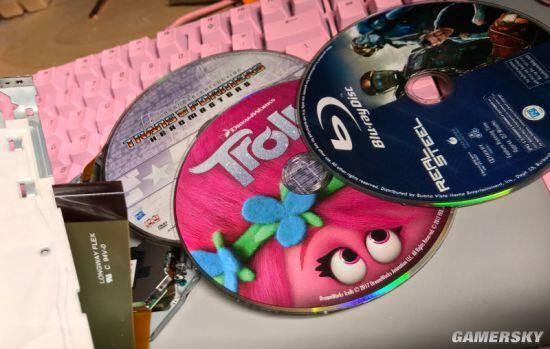 熊孩子把3张光盘硬塞进Xbox 老爸修崩溃案发现场第3部