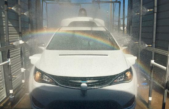图 4 Waymo 自动驾驶汽车硬件在极端环境下的可靠性测试