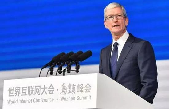 图:苹果CEO库克在世界互联网大会·乌镇峰会上演讲