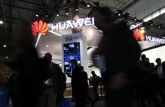 25日,华为在巴塞罗那发布了华为首款符合3GPP标准(全球权威通信标准)的5G商用芯片