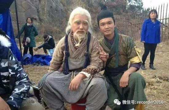 在横店,吴永宁从群演开始做起。他后来是一名武打替身。