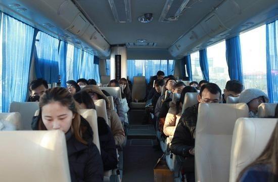 无霾巴士亮相北京街头手机购票专人专座