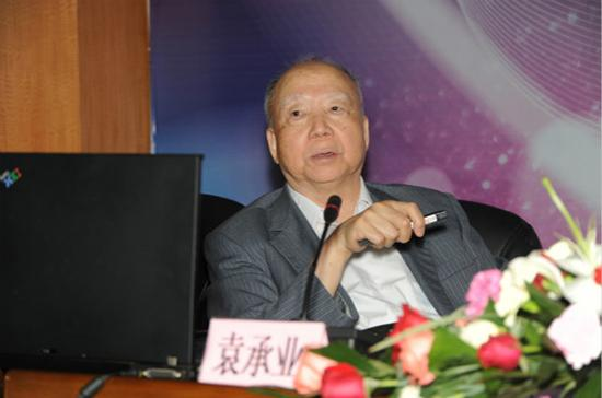 86岁的袁承业院士在研讨会上发言 文汇App图