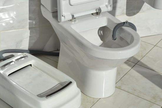 软管排污到现有的马桶