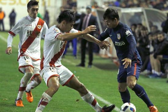 ▲效力巴列卡诺期间,张呈栋(中)在联赛出场1次,国王杯出场3次。