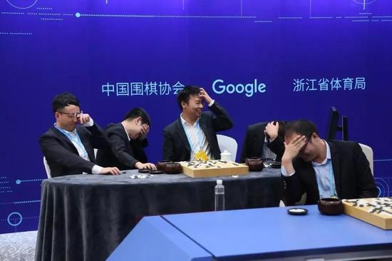 ▲阿尔法狗击败五位中国棋手,背后只用了一颗谷歌研发的的芯片。图@视觉中国