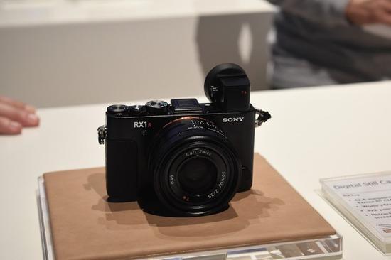 索尼全画幅便携相机RX1R