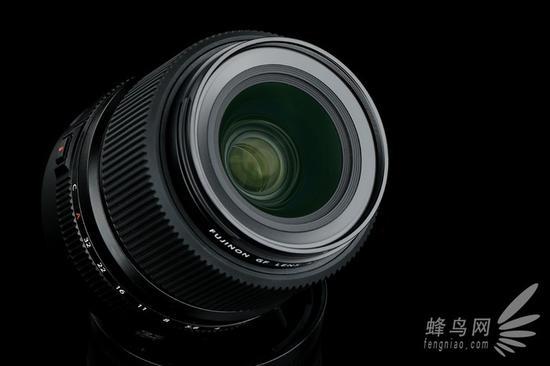 富士GF 45mm F2.8 R WR的前镜组镀膜