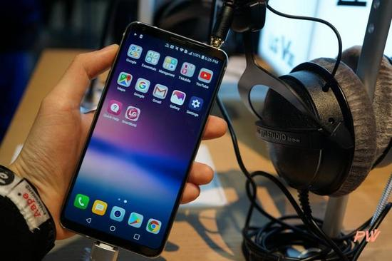 折叠屏、屏下指纹 这几款手机在CES疯狂抢戏我爱包头网btw888