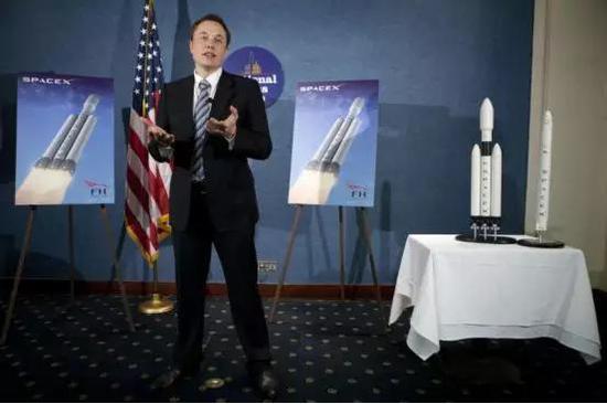图丨 2011 年 4 月 5 日,马斯克在美国全国新闻俱乐部上首次宣布了重型猎鹰火箭的计划
