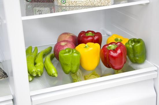 冰箱中的新鲜蔬菜水果会释放大量水分