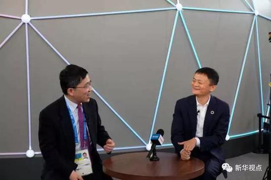马云接受新华社记者专访。