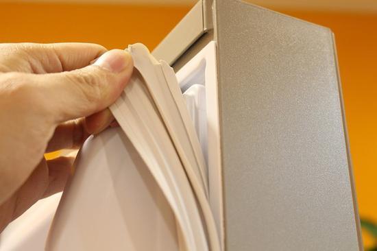 冰箱门封条的状态会显著影响冰箱的密封效果
