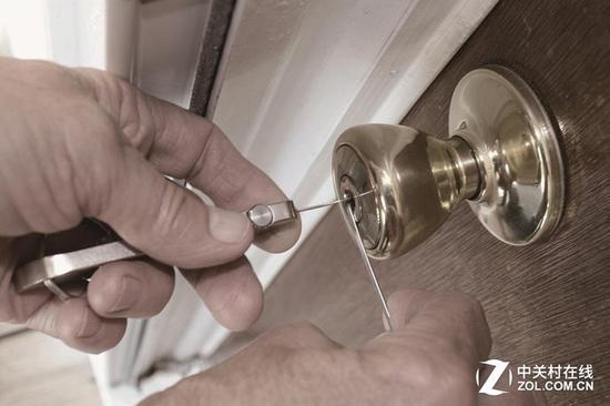 没有报警系统的机械锁在技术开锁面前形同虚设