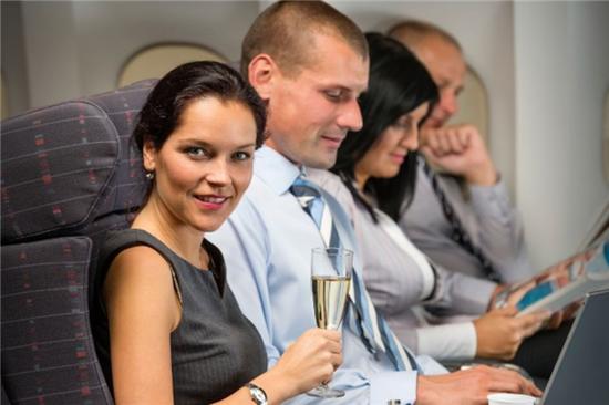 正是你想听到的:飞机上的人放屁比平时更多。
