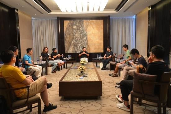 (HTC 运营长陈文俊在媒体沟通会,图源:知客数码)
