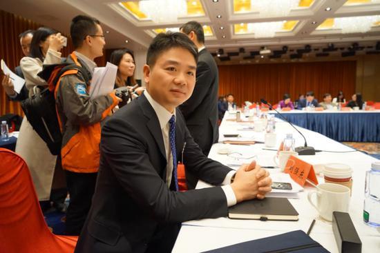 全国政协委员、京东集团董事局主席刘强东图片来源:《中国企业家》杂志摄影 / 江小米