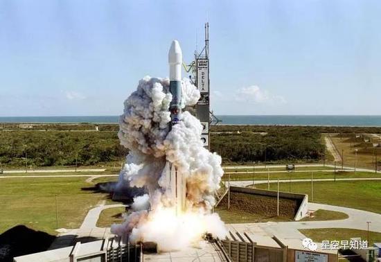 """2005年1月13日,""""深度撞擊""""探測器從卡納維拉爾角發射升空  來源: NASA"""