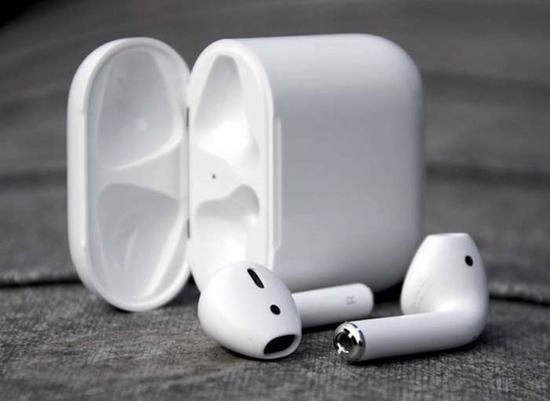 苹果耳机AirPod需求量大:明年出货可达2800万套(图片来自于谷歌)