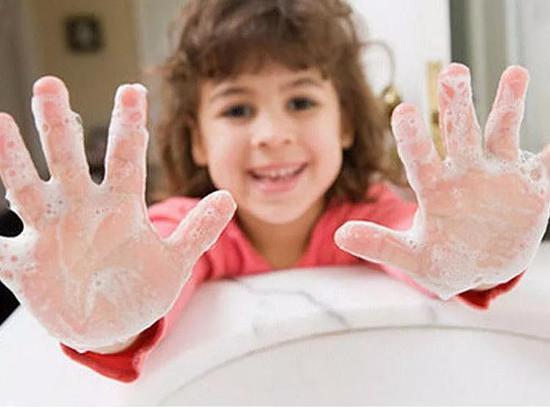 养成勤洗手的习惯,是保护健康的第一道防线。