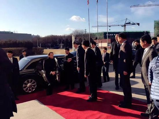 法国总统马克龙到访中国空间技术研究院