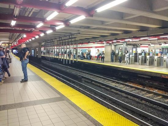 看看老美的地铁真的是很老