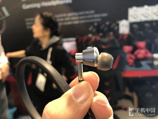 发力CES2018:1MORE连推四款耳机新品摧情爵爷